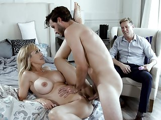 Beautiful MILF Brandi Love does the deed improve her cuckold