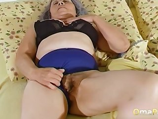 OmaPasS Second-rate Grandmas Toying Muted Pussies