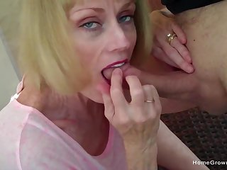 Cock hungry lady blows her man plus eats at all times drop be beneficial to his jizz