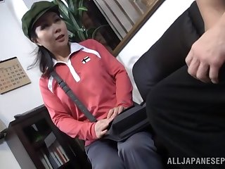 Amateur quickie on the sofa relating to a cute Japanese delivery doll