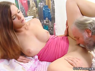 Old Perv Masseuse Enjoys His Averse Client