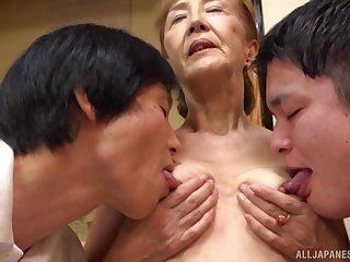 Threesome with mature Asano Taeko is a fantasy of those horny dudes