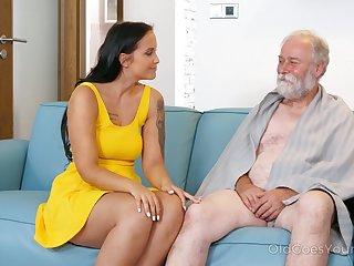 Fresh Czech beauty Jennifer Mendez is preparing to work on still strong old cock