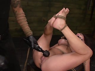 Throating female accompanying treated at the end of one's tether their way polished with evil-doing