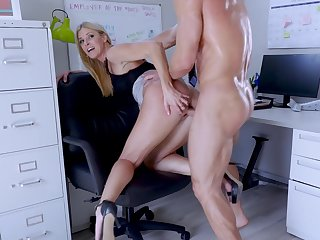 Big-assed big wheel Indian Summer shagged and creampied by endowed assistant
